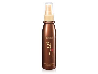 Восстанавливающий спрей-эссенция для волос Daeng Gi Meo Ri Vitalizing Energy Premium Nutrition Total Care Essence, 100мл - Фото №1
